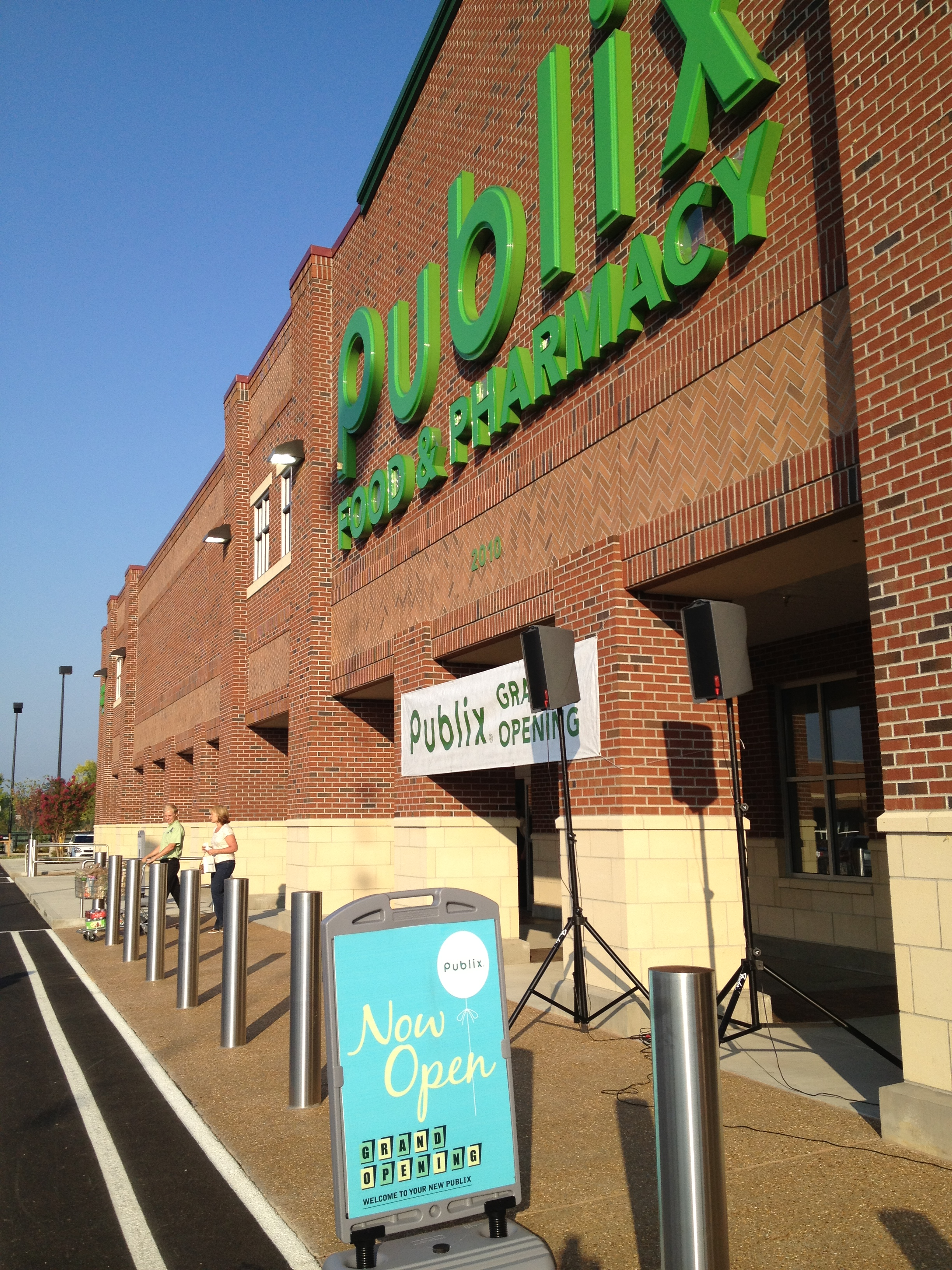 upscale classy personable publix opens in west knoxville oh