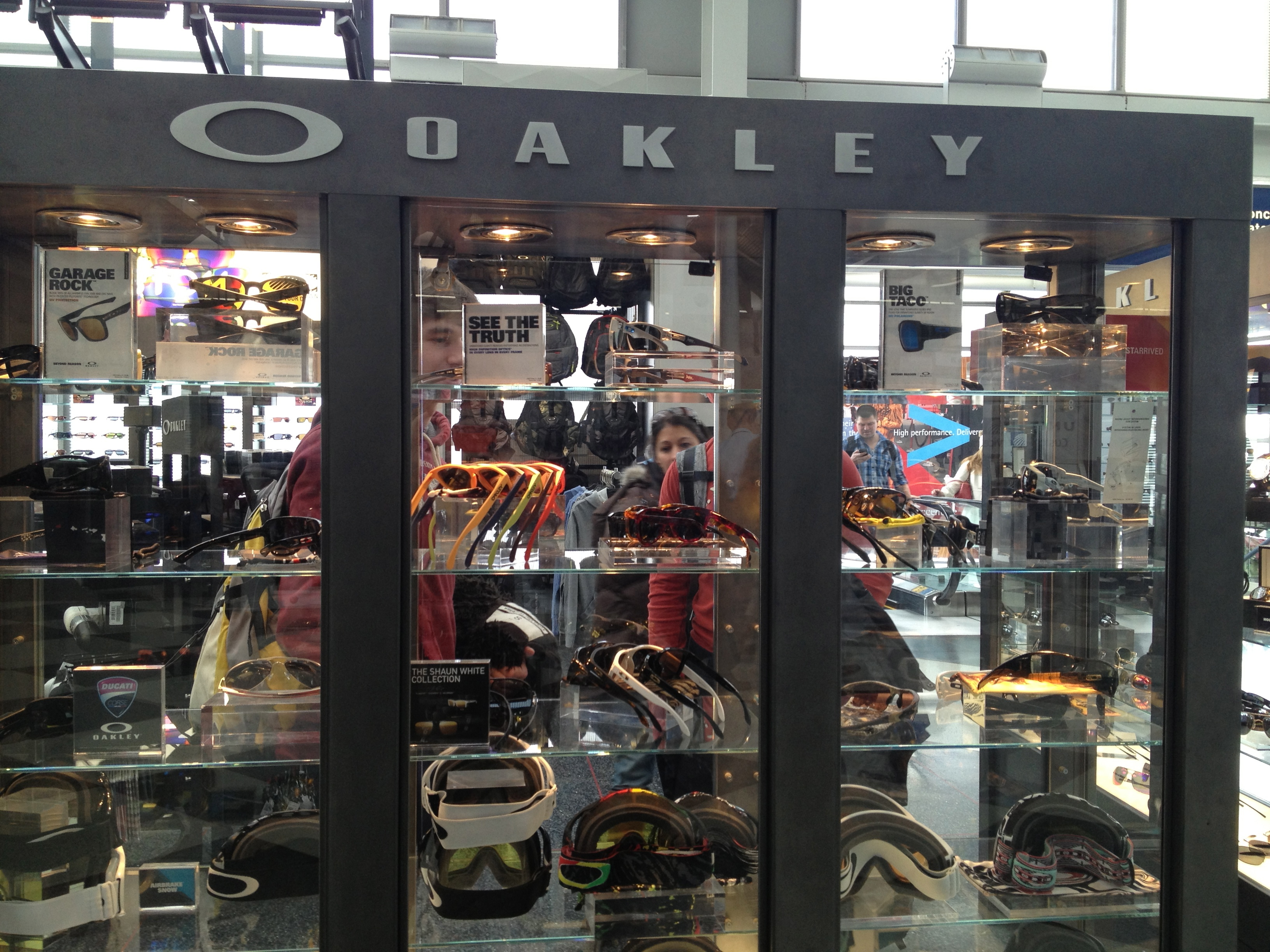 oakley outlet chicago  2017 oakley store chicago