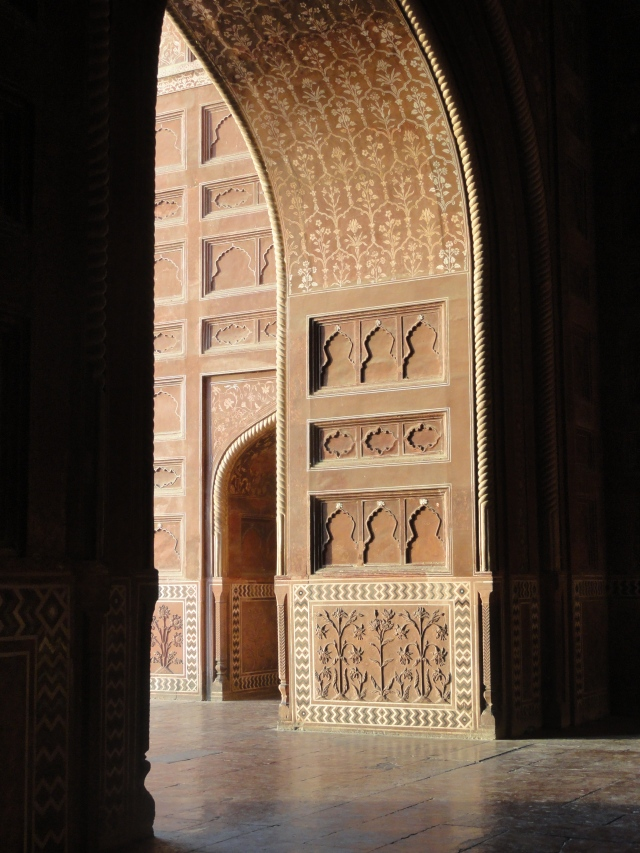A detail of an archway facing the Taj Mahal.