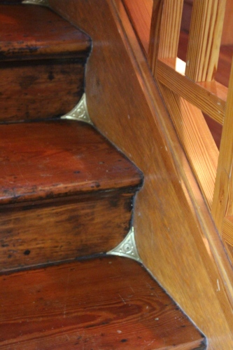 Stair details -- keeping the dust out of corners!