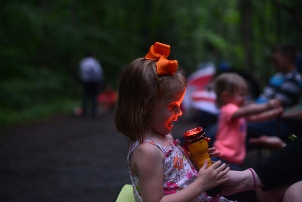 Child enjoying the Elkmont firefly show.