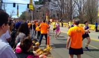 Runners at Newton's PowerBar station