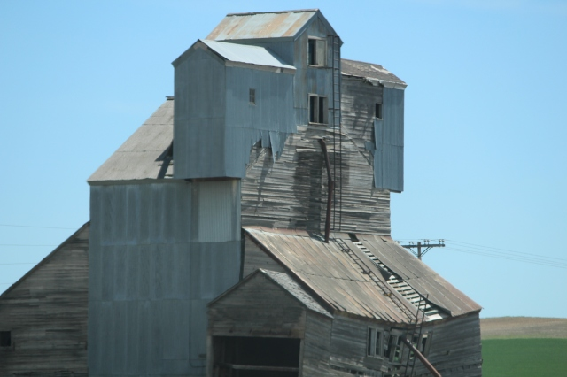 Angular shapes -- barn on The Palouse