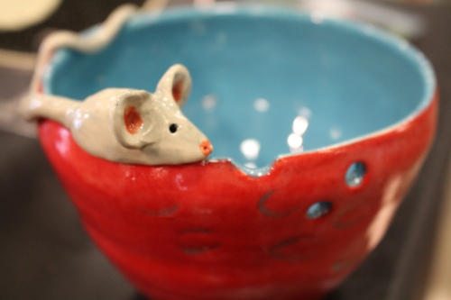 Bowl with mouse by Jane Longendorfer