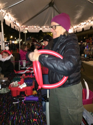 Busy balloon maker, Knoxville