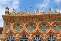 Quatrefoil windows and rooftop ornamentation at Ca' D'Zan
