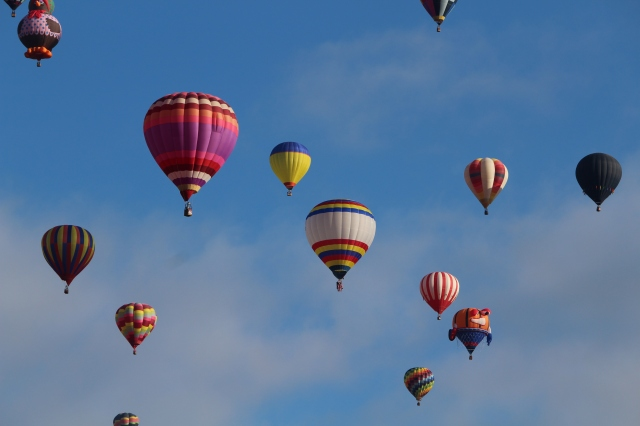 Filling the sky with colorful balloons over Albuquerque, New Mexico: Balloon Fiesta 2014
