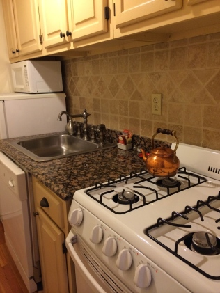Full kitchen for eating in!