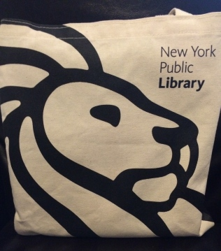 Those iconic lions show up everywhere -- even on tote bags!