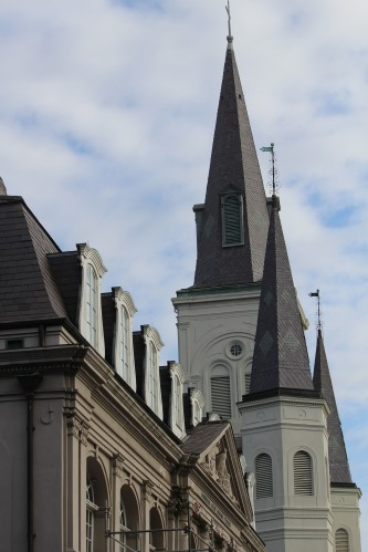 malaikat di sekitar Katedral St. Louis
