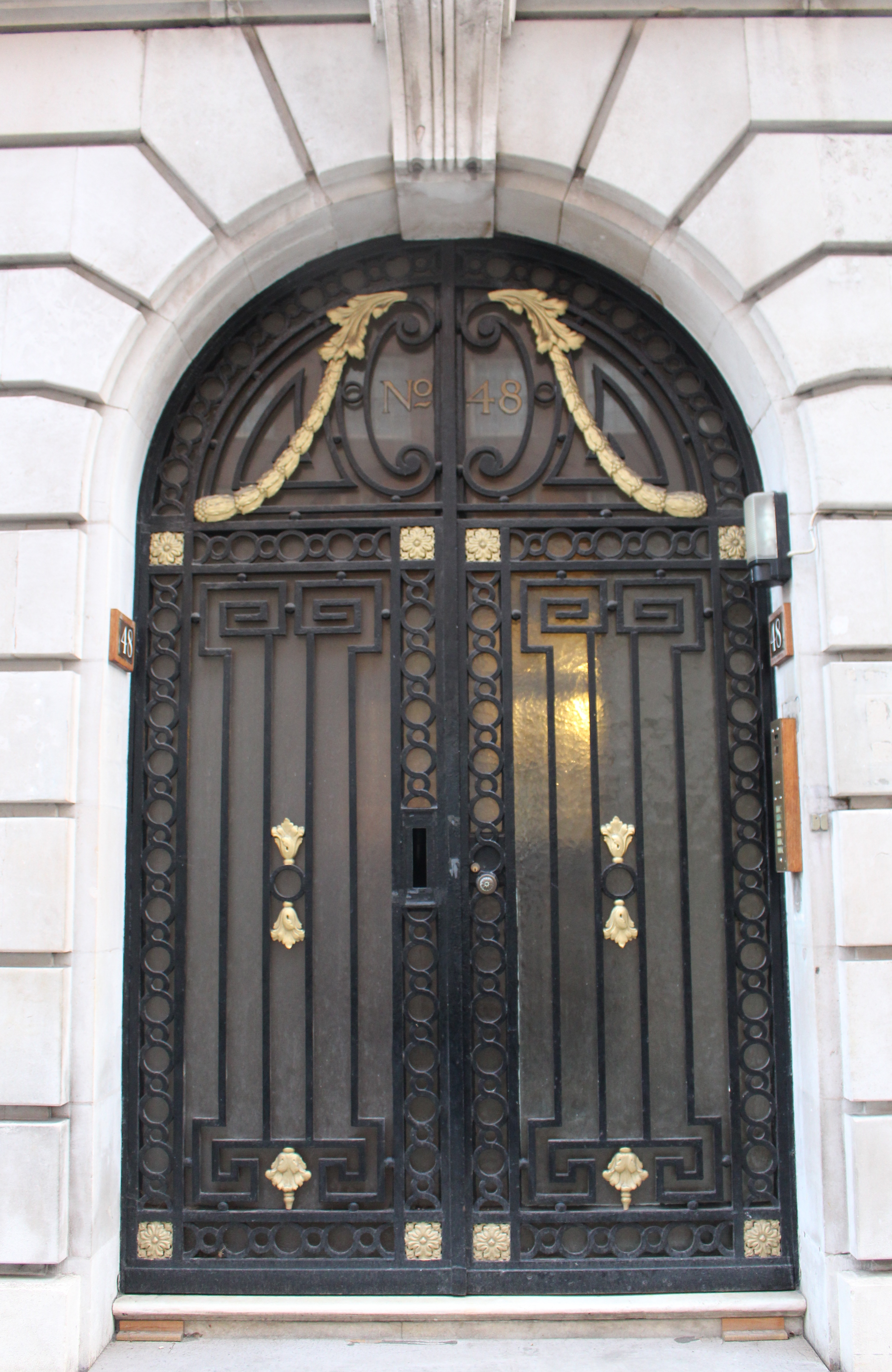 Touches of gold with black London door & Shiny and black: Doors on Londonu0027s Park Street | Oh the Places We ... pezcame.com