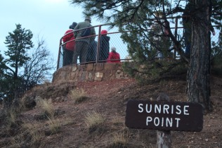 Visitors standing at Sunrise Point, Bryce Canyon