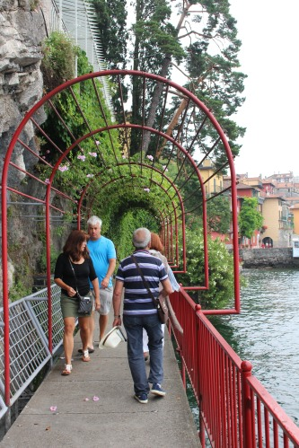 Following the red railing around Varenna